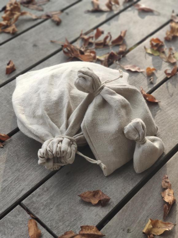 Einfache, kleine, altertümliche Stoffbeutel aus Hanf