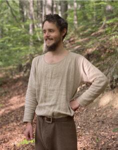 Schlichtes, mittelalterliches Hemd aus Leinen oder Hanf